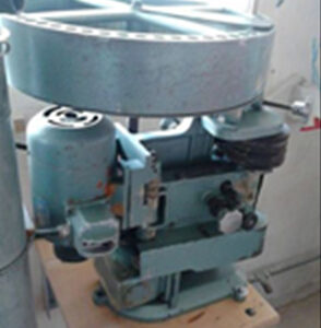 Spindle timber molding machine